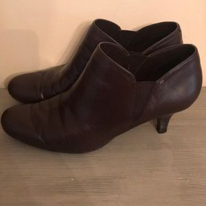 Women's used brown leather Bandolino booties